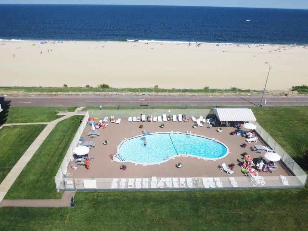 oceanfront-pool